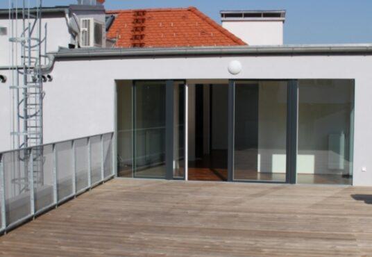 Traumterrasse mit 80 m²